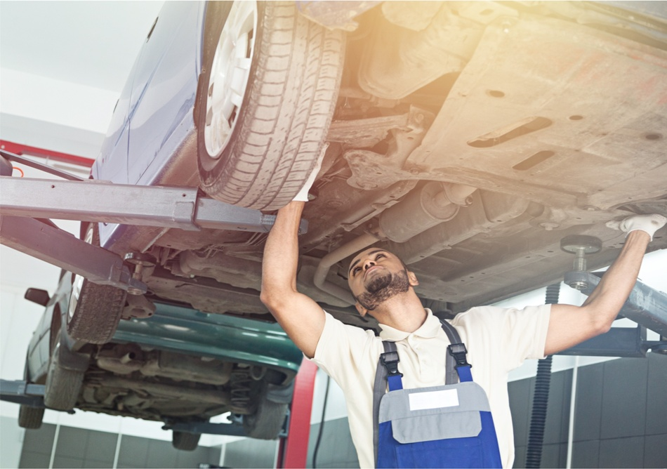 what does an automotive service technician do